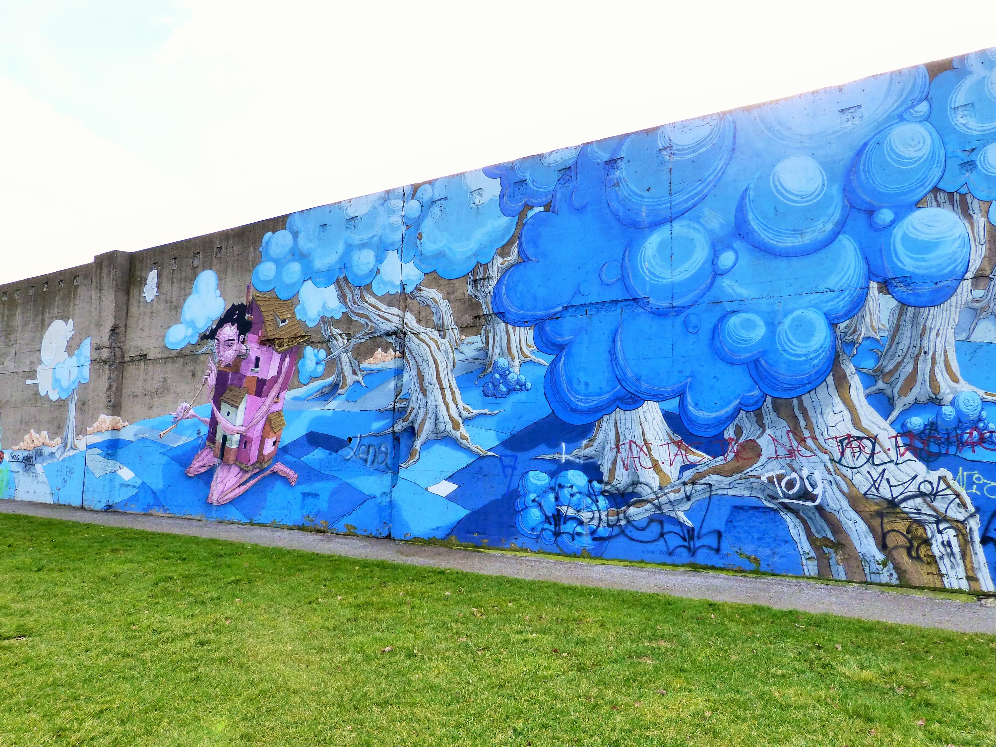 Graffiti Duisburg rheinpark graffiti duisburg 8 continental breakfast travel